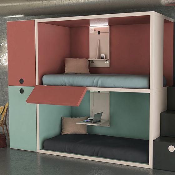 Ambiente con cuatro camas RUBBIK con techo y armarios